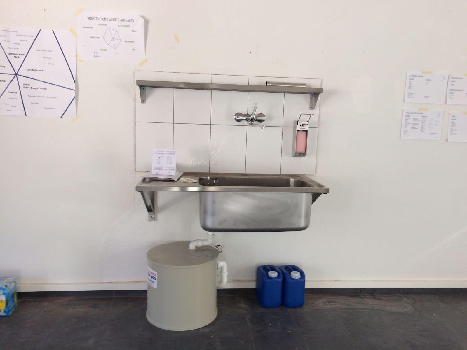 Seit dem Umbau gibt es auf beiden Etagen der Werkstatt einen Wasseranschluss.