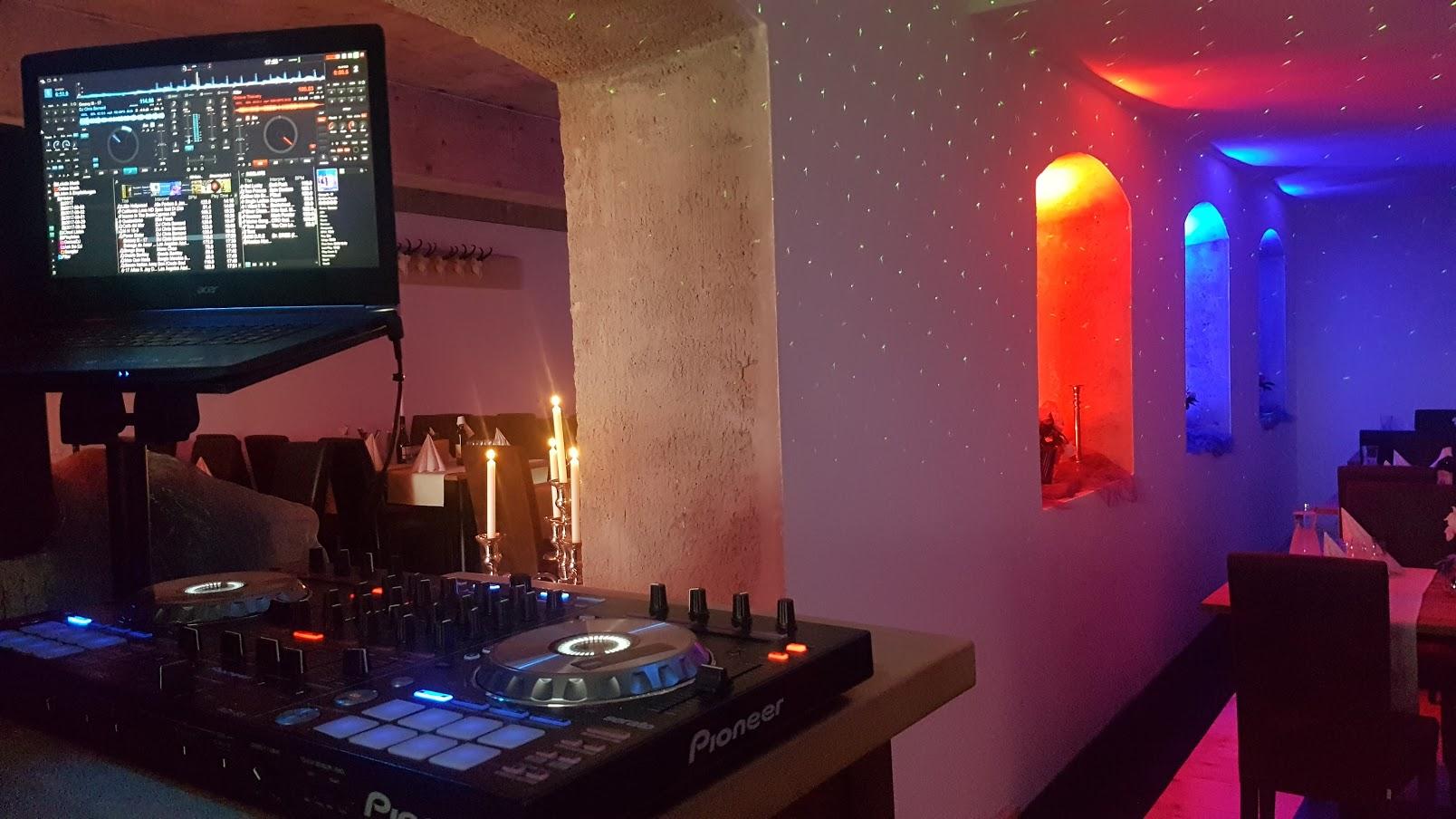 Minimalster Platzbedarf für den DJ - keine aufdringliche Erscheinung