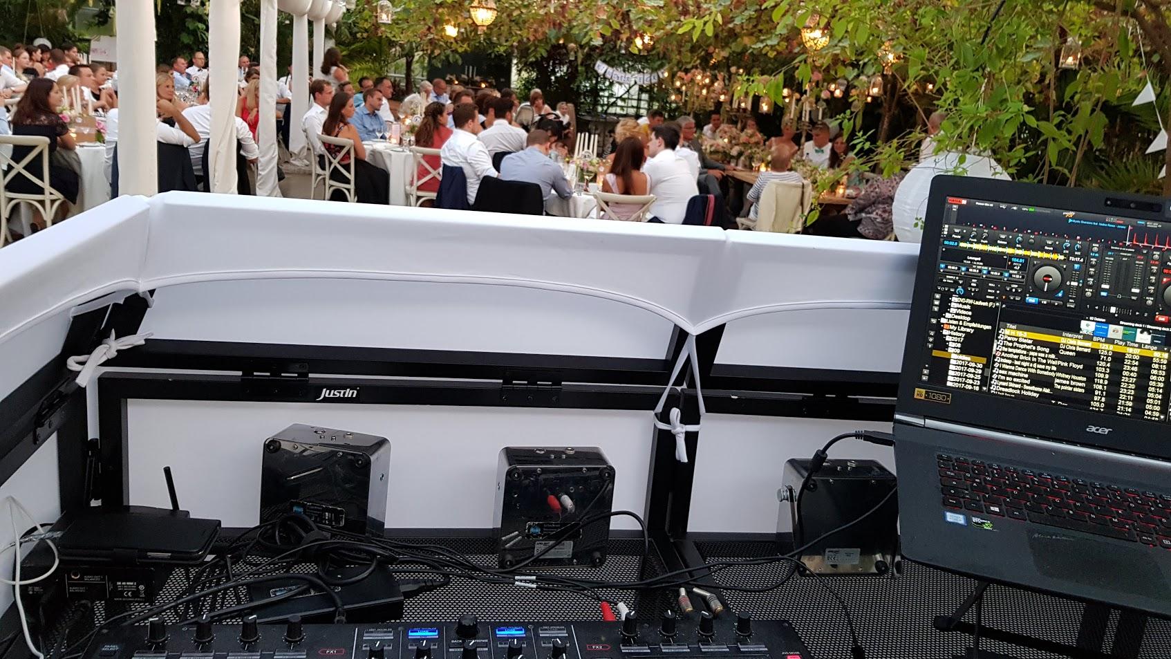 Keine offen liegende Kabel und Durcheinander am DJ Pult