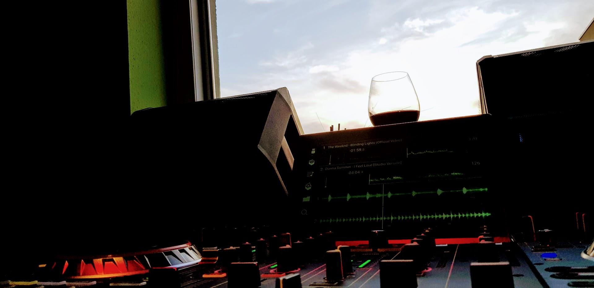 DJ at Demand - das externe Musiksystem zur Publikumsorientierten Musikgestaltung in Lokalen