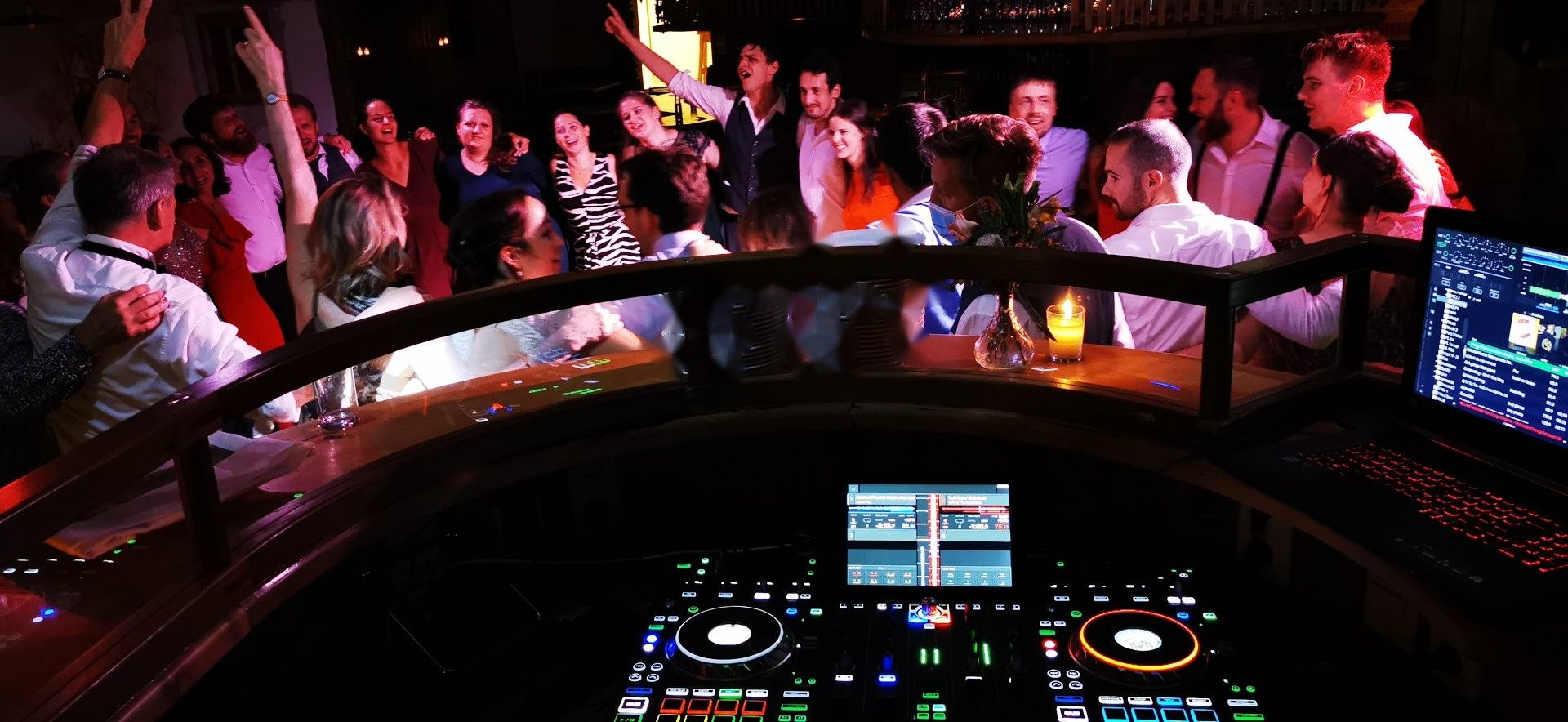 DJ Setup an der DJ Kanzel
