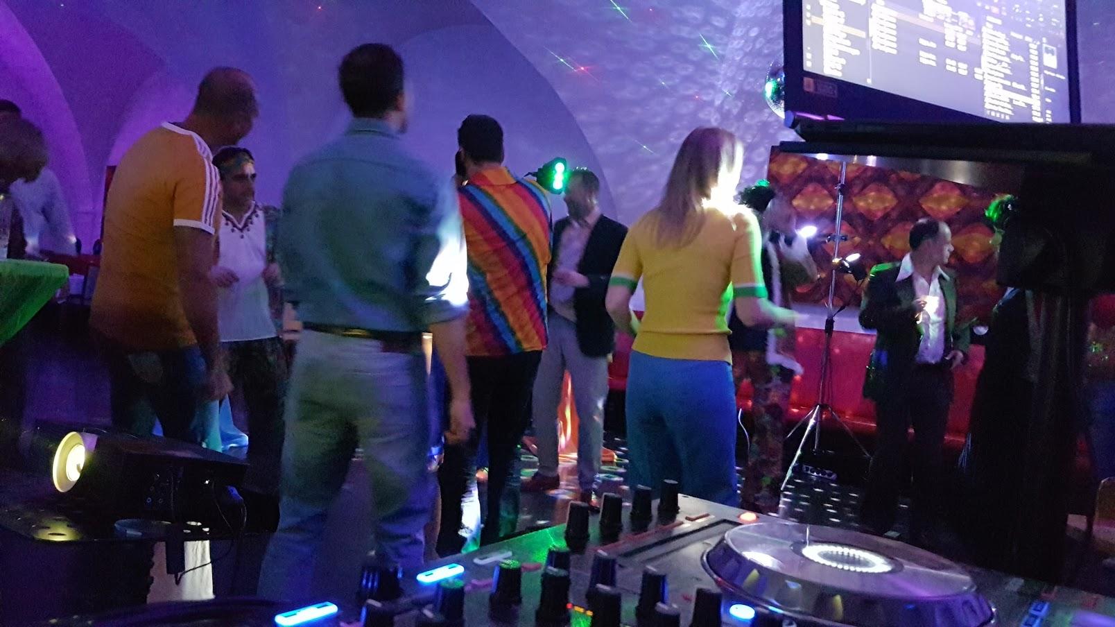 Platzsparende aber hochwertigste Licht & Laser Effekte