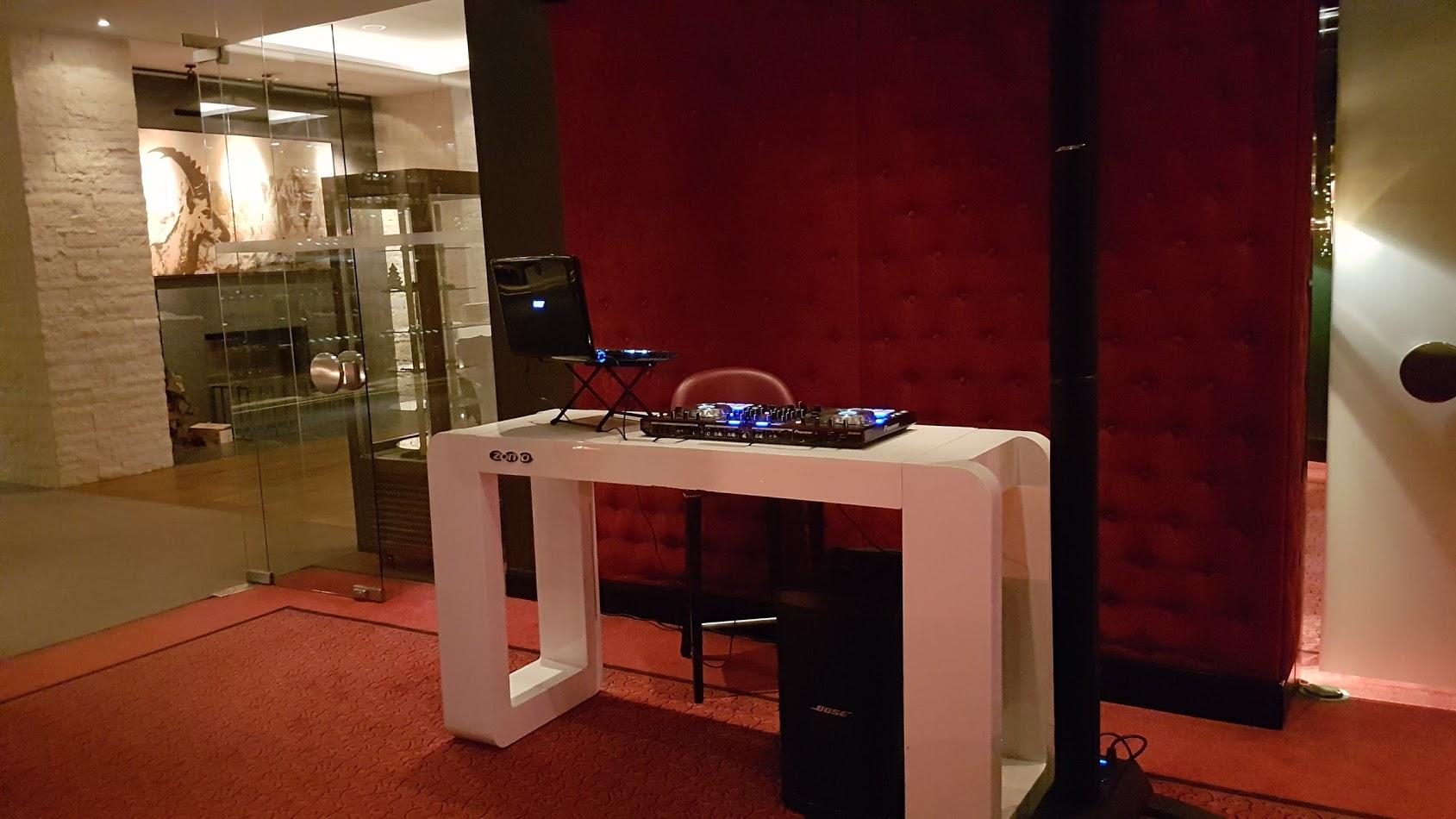 Optional Buchbar - DJ Pult im Edel Design