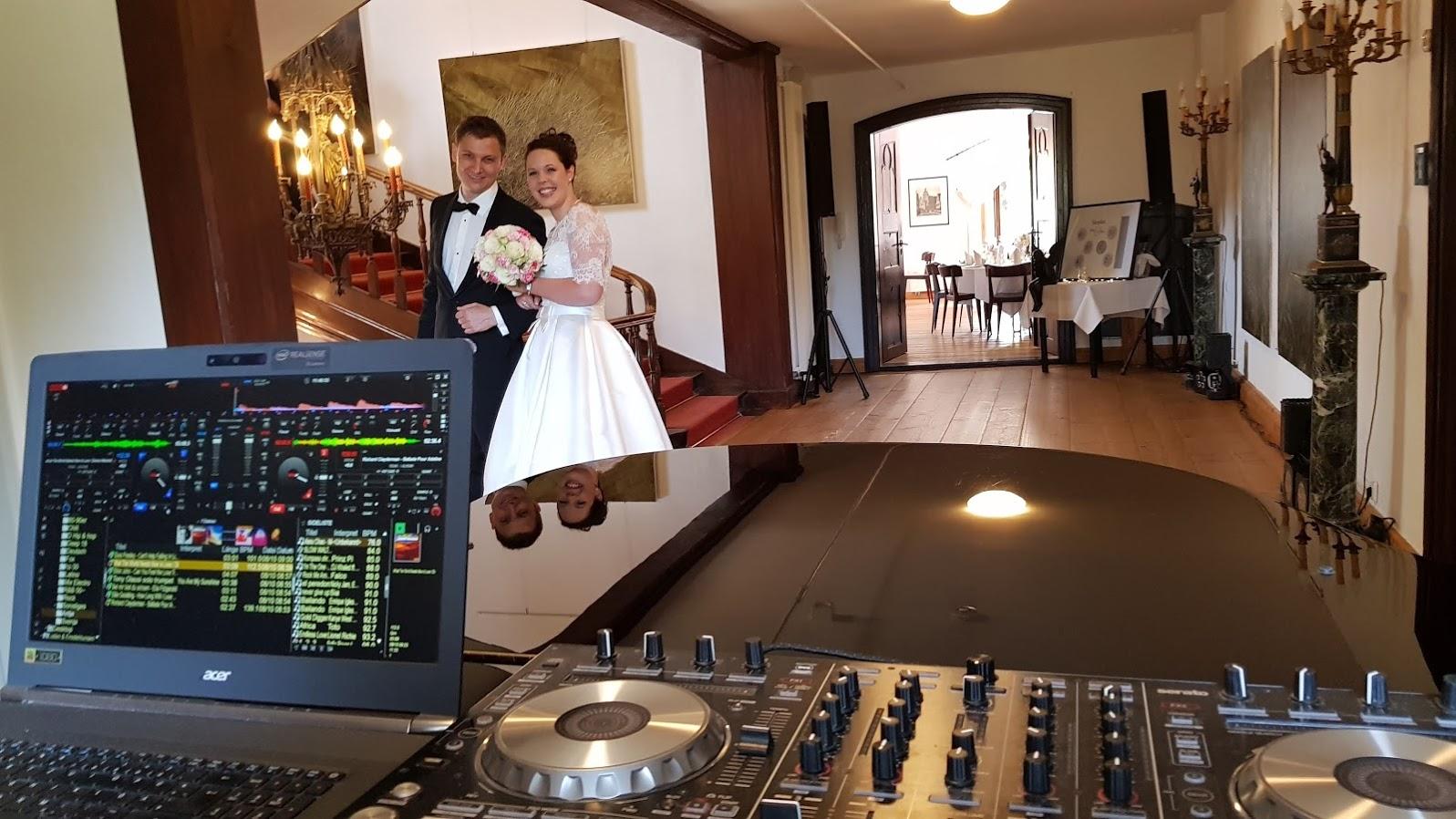 Hochzeitspaar vor der Trauung im Schloss zu Hopferau