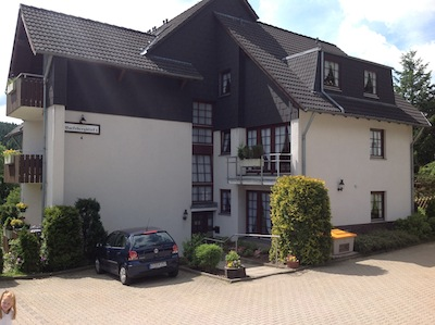 Bocksbergblick Haus 1 Sicht vom Parkplatz