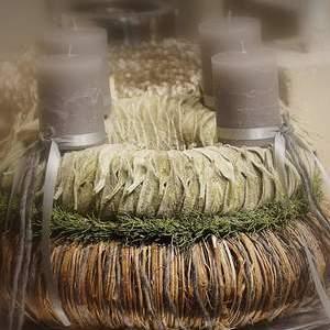 Adventskranz aus Stachysblätter, Koniferen und Weide