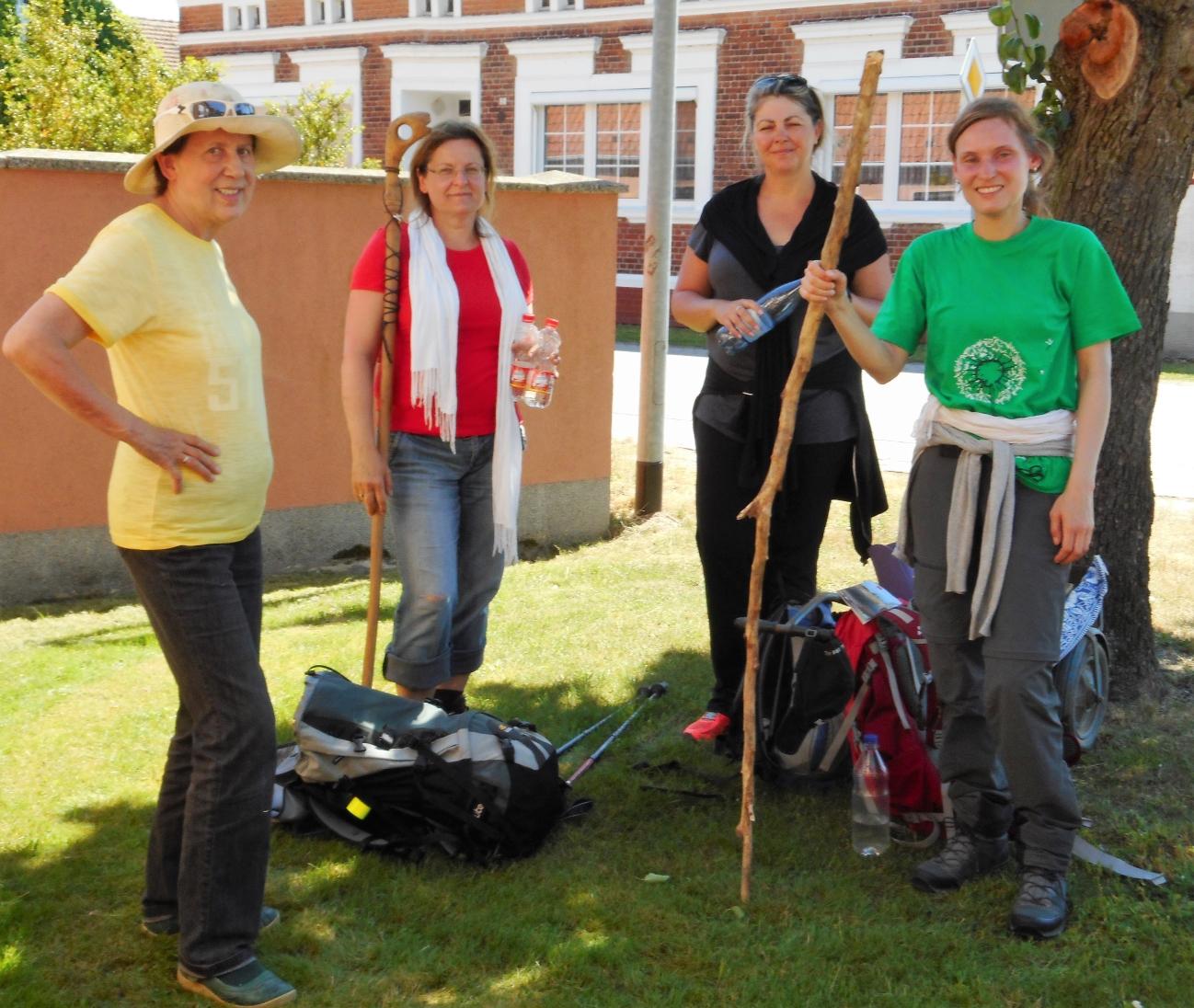 Eine Gruppe von Pilgerinnen kam am Samtag über den Karthanerundweg nach Rühstädt