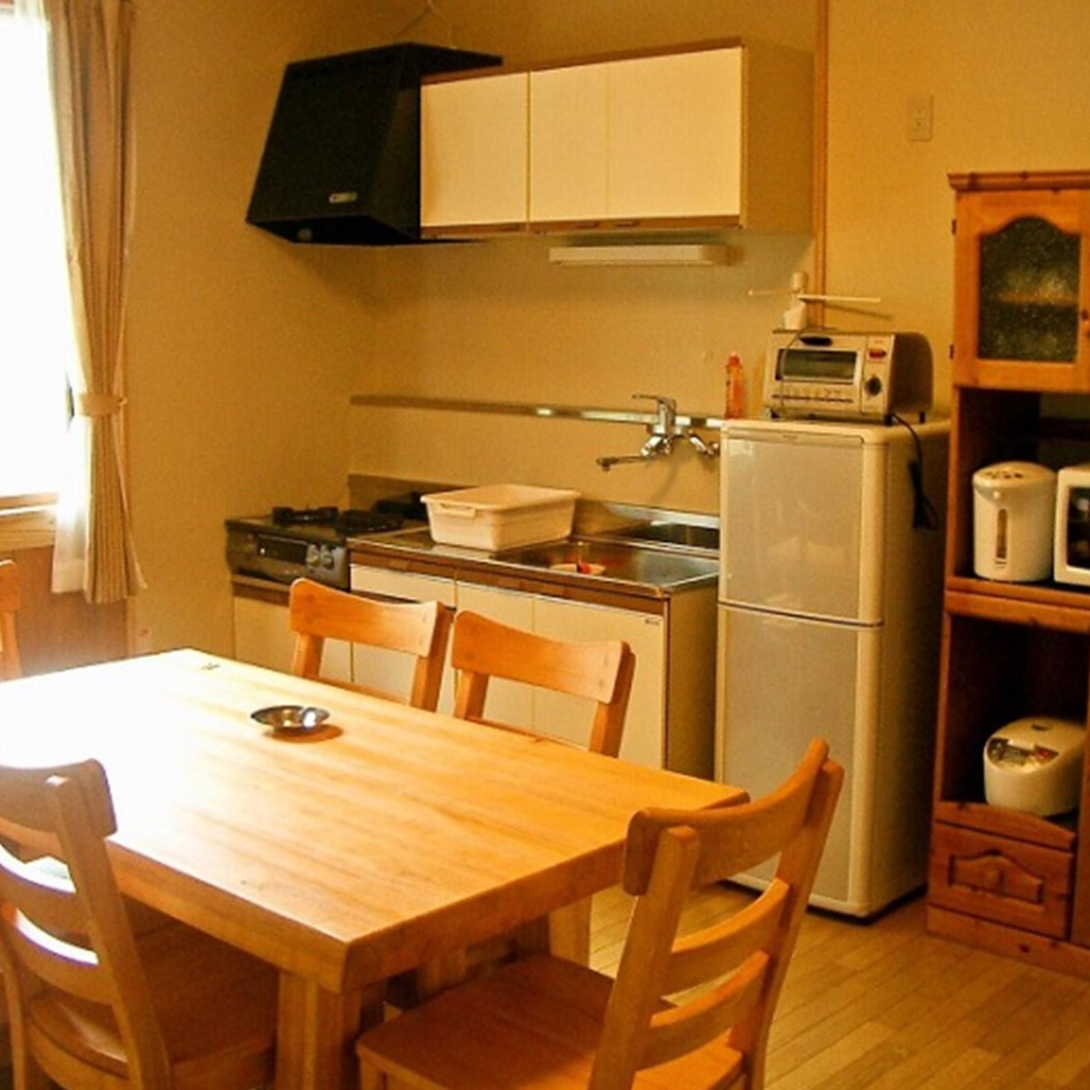 電子レンジ・冷蔵庫・炊飯器を各部屋に完備