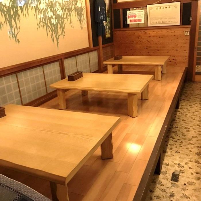 4人用テーブル席が3つ