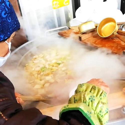 海鮮鍋 大鍋で丹精込め煮込みます