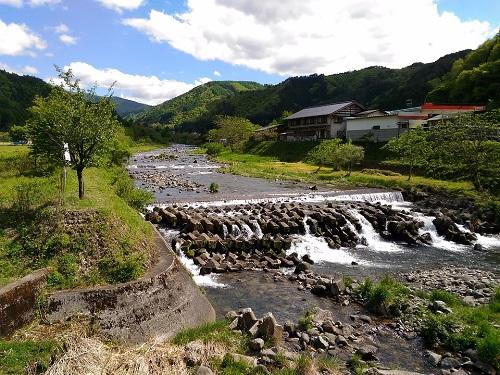 秋神川は渓流釣りに人気スポット