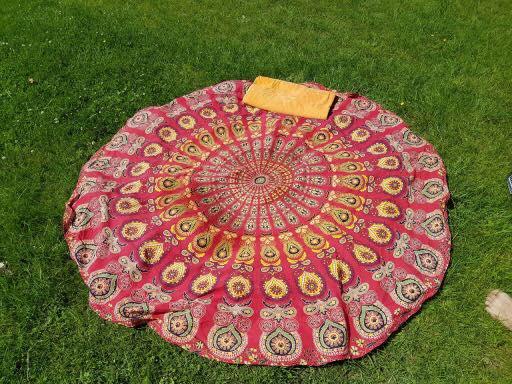 Roundie Namaste in de tuin