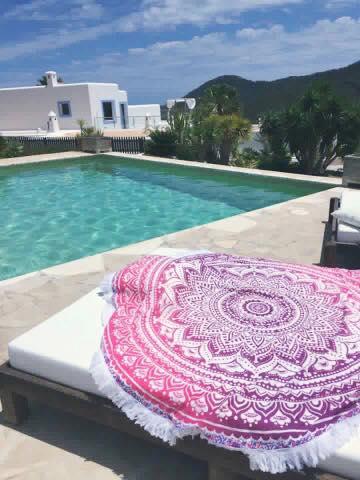 Roundie Pink Ombre Ibiza beachtowel