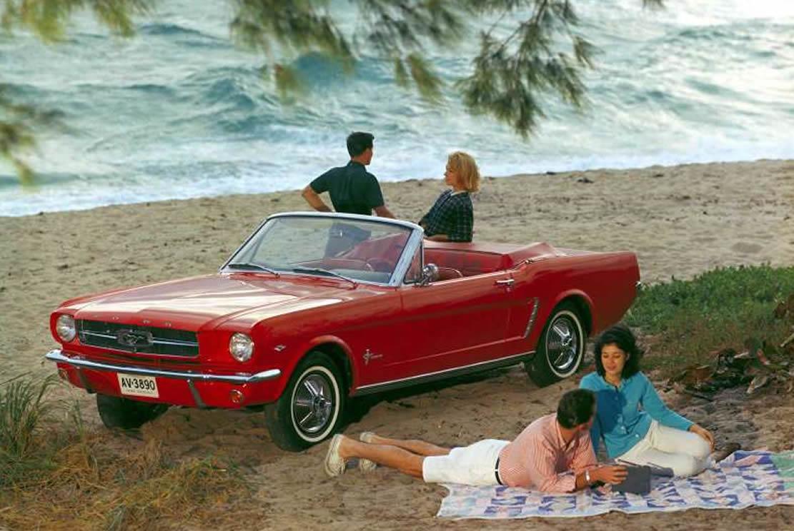 Ein Sechs- Zylinder Reihenmotor war Standard beim Mustang (Bild: Ford)