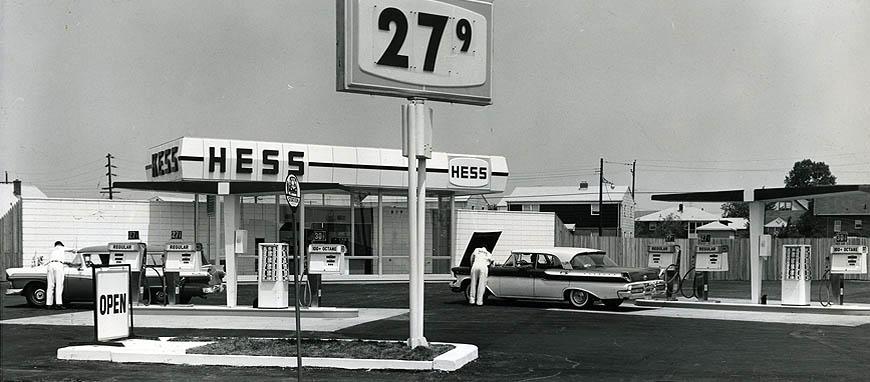 1960: Kanpp 4 Liter Benzin (1 Gallone) kosteten keine 30 Cent (Bild: Hess)