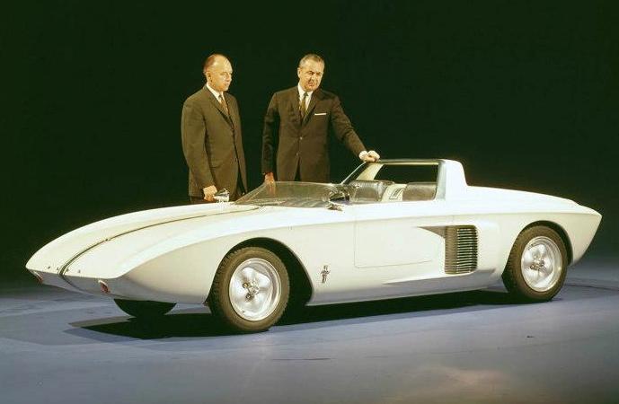 ... mit 4-Zylinder Mittelmotor in V-Bauweise (Bild: Ford)