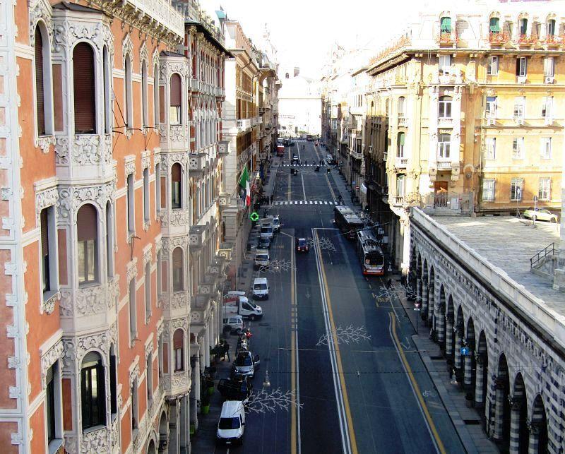 Ул. XX сентября - обзорная по Генуе