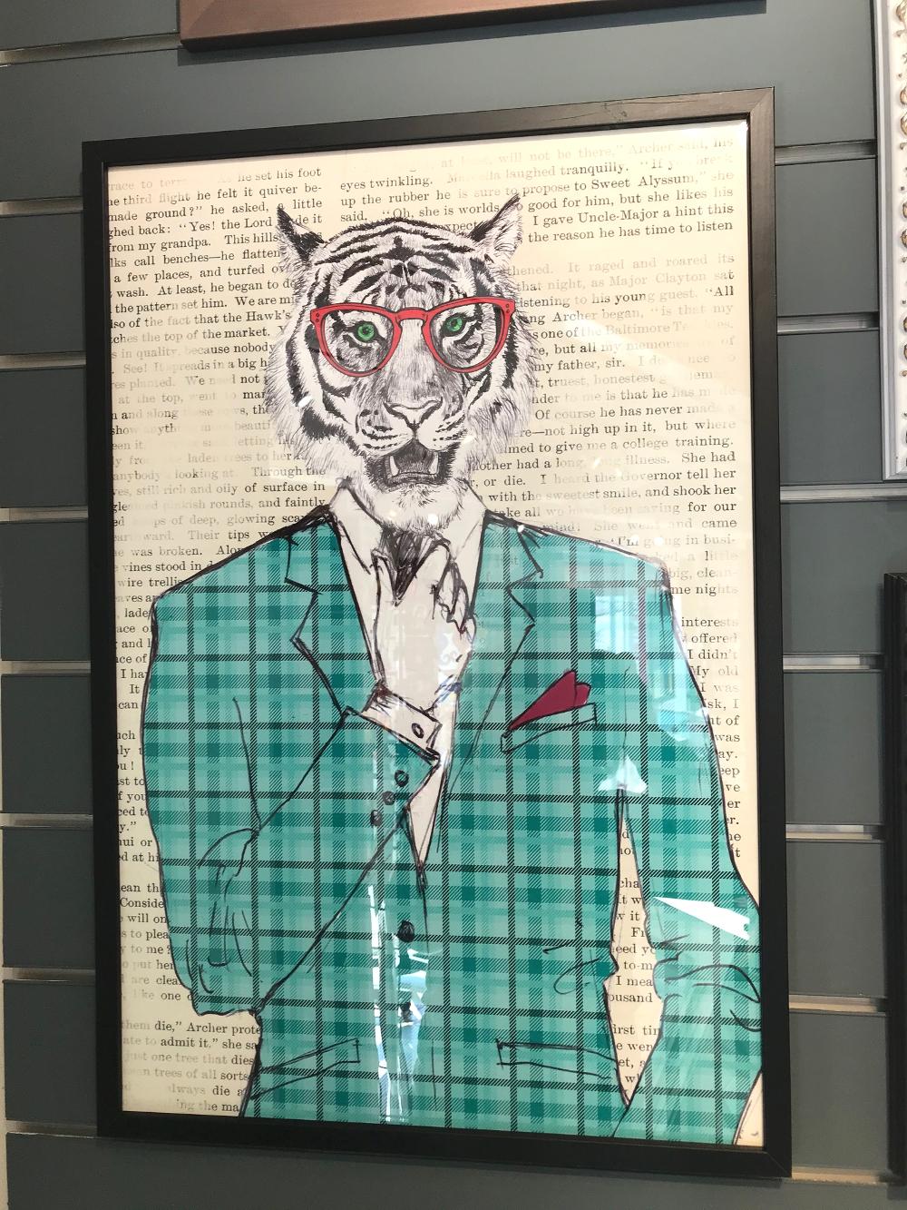 « Dandy », de Matt SPENCER Affiche encadrée, dimensions extérieures 43 x 63 cm Prix de l'affiche (40x60) : 27 €       Prix du cadre : 29,50€ L'ensemble : 56,50€