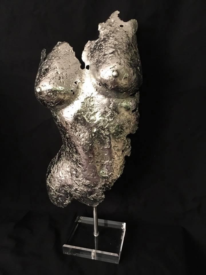 "Alain Mandon  ""Curieuse""  sculpture alliage étain plomb or 68 cm"