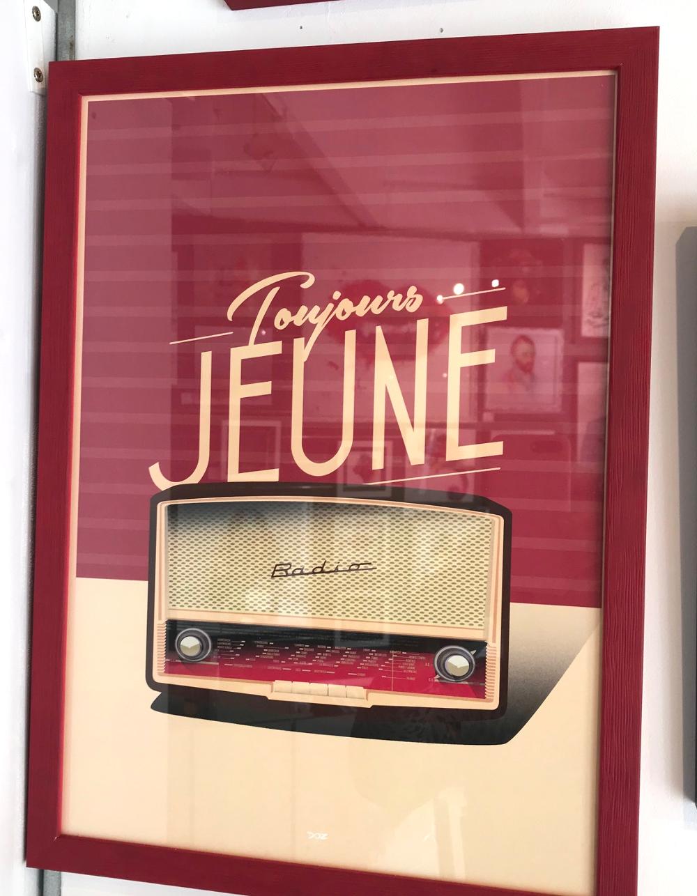 """""""Toujours jeune"""", Doz Affiche encadrée.  Dimensions extérieures : 32 x 44 cm Prix de l'affiche (29,7 x 42 cm) : 15€ Prix du cadre : 19,90 € L'ensemble : 34,90 €"""