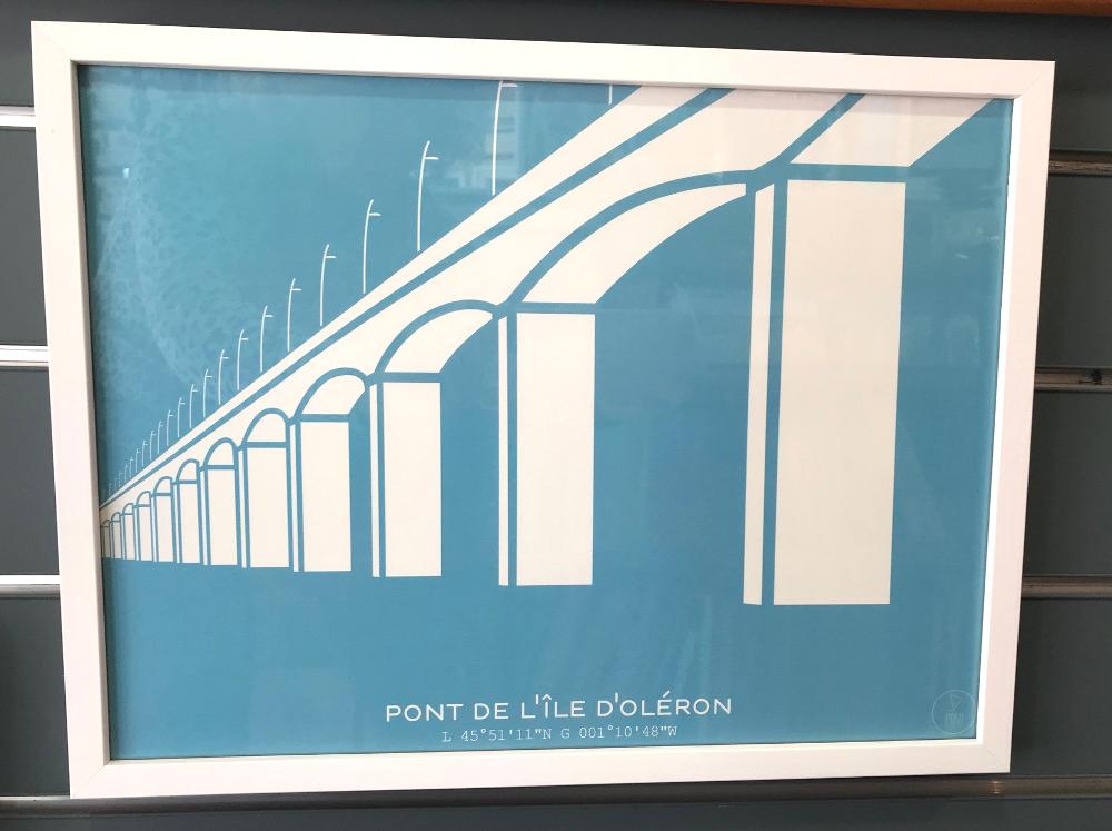 « Le viaduc d'Oléron », PRAO Affiche encadrée de dimensions extérieures 42 x 32 cm Prix de l'affiche (30x40) : 15€ Prix du cadre : 14,80€ L'ensemble : 29,80€