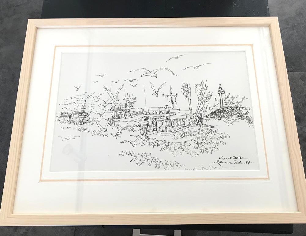 """""""RETOUR DE PÊCHE"""", de Vincent Duval Dessin à l'encre original encadré. Dimensions extérieures : 33 x 43 cm Prix : 100€ (vendu avec facture et certificat d'authenticité)"""