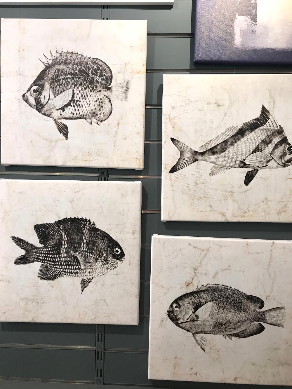 « Vintage Fishes », de Christine ZALEWSKI Reproduction sur toile tendue sur châssis, format 40 x 40 cm Prix de la toile : 79€ Prix des quatre toiles ensemble : 300€