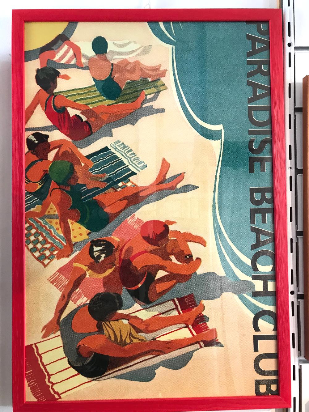 """""""Paradise Beach""""  Affiche encadrée en gael 20 rouge Dimensions extérieures 43 x 63 cm Affiche : 29€ Cadre : 30,50€ Ensemble : 59,50€"""