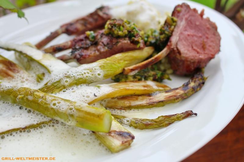 Lamm-Racks mit Bärlauchkruste, grünem Spargel mit Schaum, dazu Nocken vom Bärlauch-Risotto.