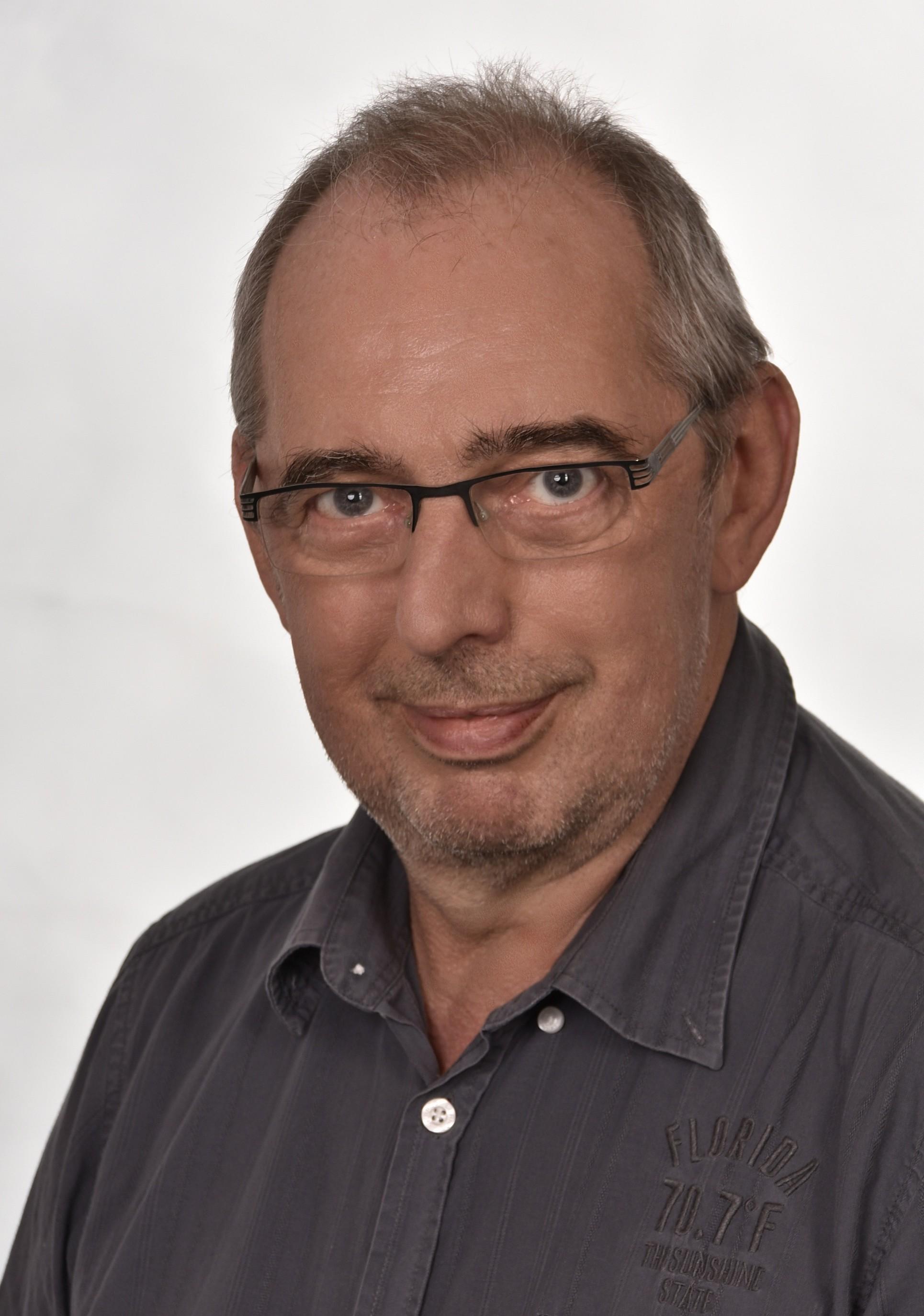 Dr. Reiner Schölles