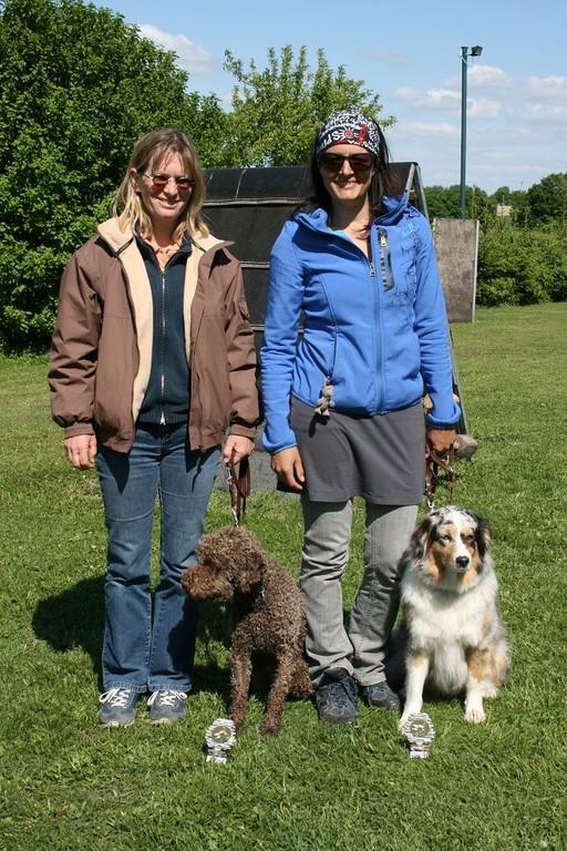Melanie und Sonja mit ihren beiden BH-Hunden