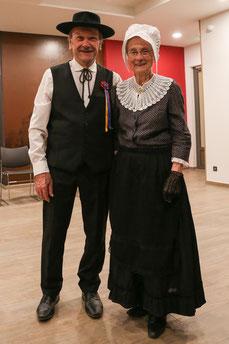 costumes traditionnels ménestrels sarladais