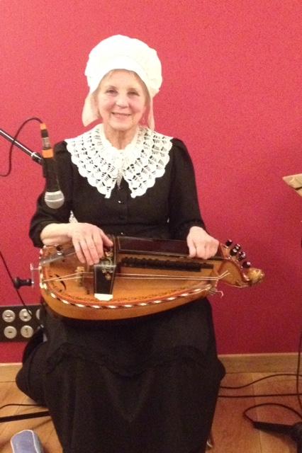 instruments traditionnels ménestrels sarladais cabrette accordéon vielle diatonique Groupe folklorique de sarlat