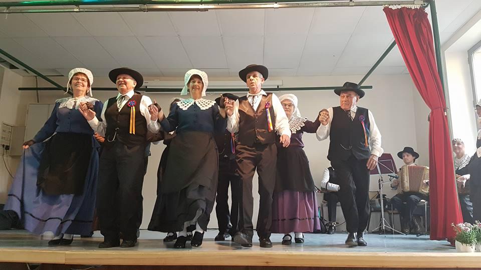 danseusr occitan costumes traditionnels