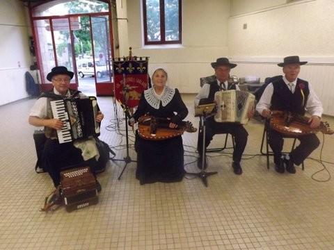 groupe folklorique en dordogne  les ménestrels sarladais danse et musique  chants traditionnel folklorique costumes traditionnels occitan folklore en périgord noir