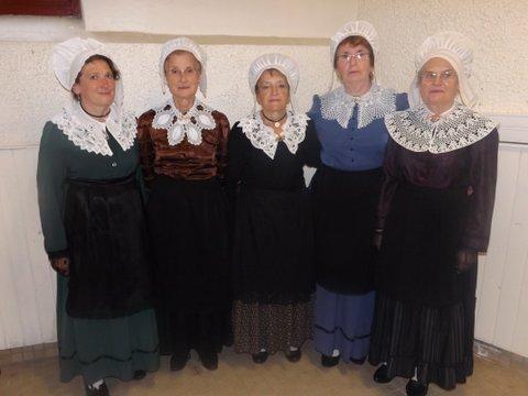 groupe folklorique en dordogne périgord noir tradition occitane costumes traditionel du Périgord, costumes et coiffe de dentelle, vêtements de nos aïeux, costume régional folklorique de Sarlat