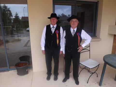 tradition occitane costumes traditionel du Périgord, costumes et coiffe de dentelle, vêtements de nos aïeux, costume régional folklorique de Sarlat