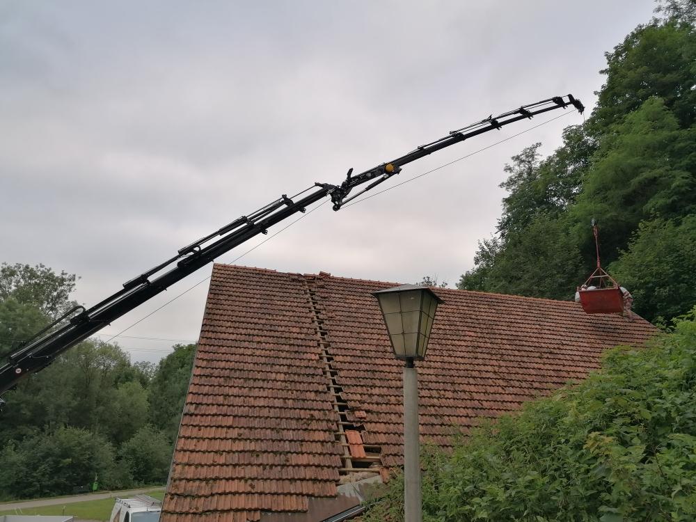 WAB LKW mit Kran, Dacharbeiten