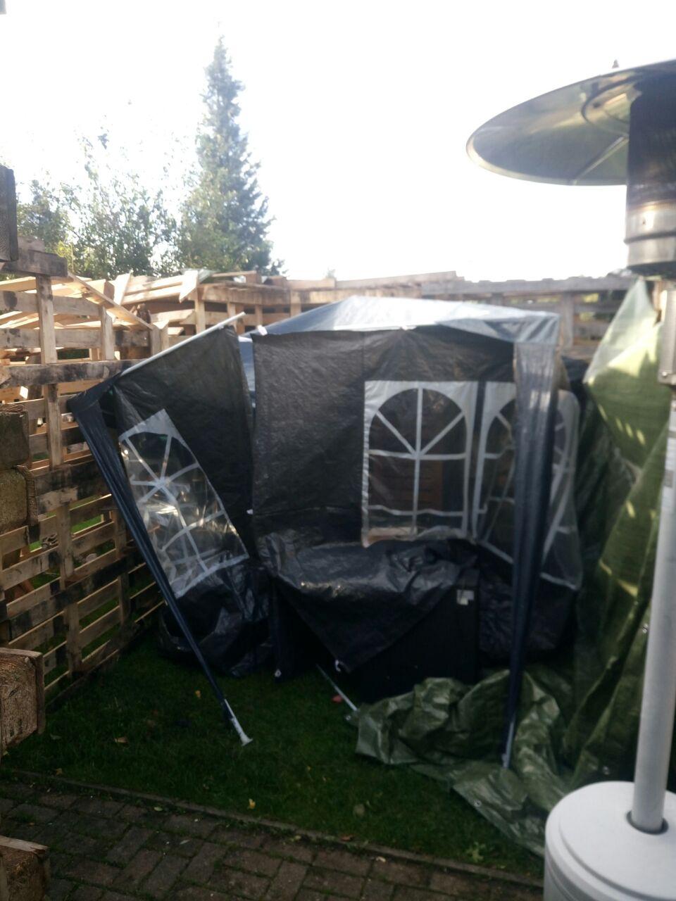 Und dann kam der dritte Sturm und es hat unseren zweiten Pavillon zerstört