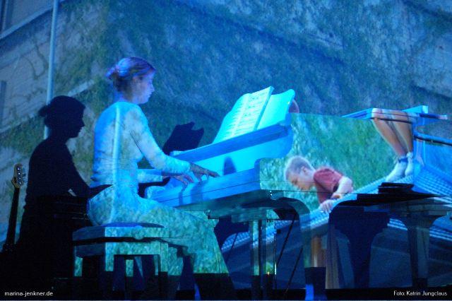 Zwischenspiel auf dem Flügel von Regina Hoffmann (Rex-Theater 27.10.2006).