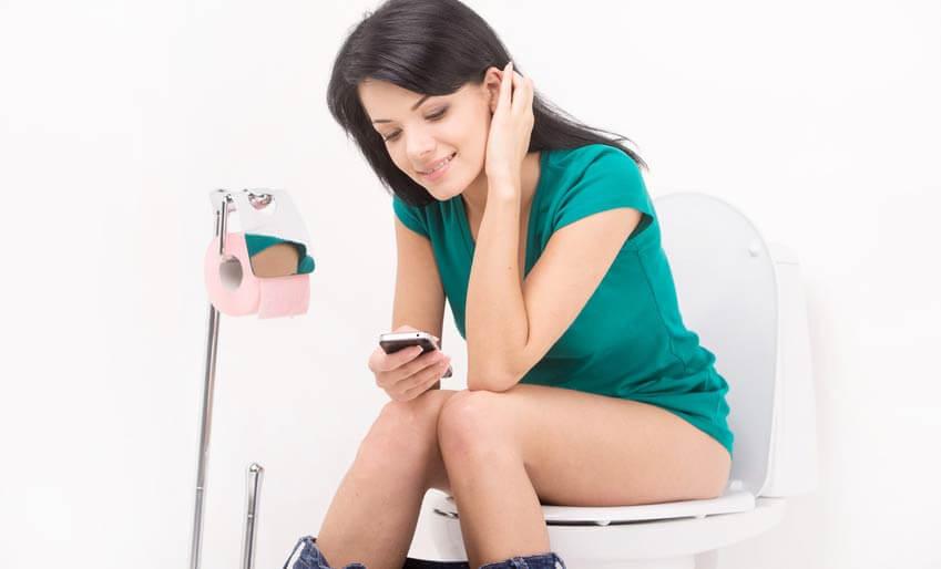 handy iphone ins klo gefallen das ist zu tun tipps. Black Bedroom Furniture Sets. Home Design Ideas