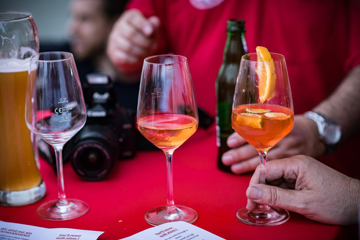 Trilogie der Trinkkultur - oder die Quadrologie - - - Evolution eines Glasinhaltes: leer, halbleer, halbvoll, voll