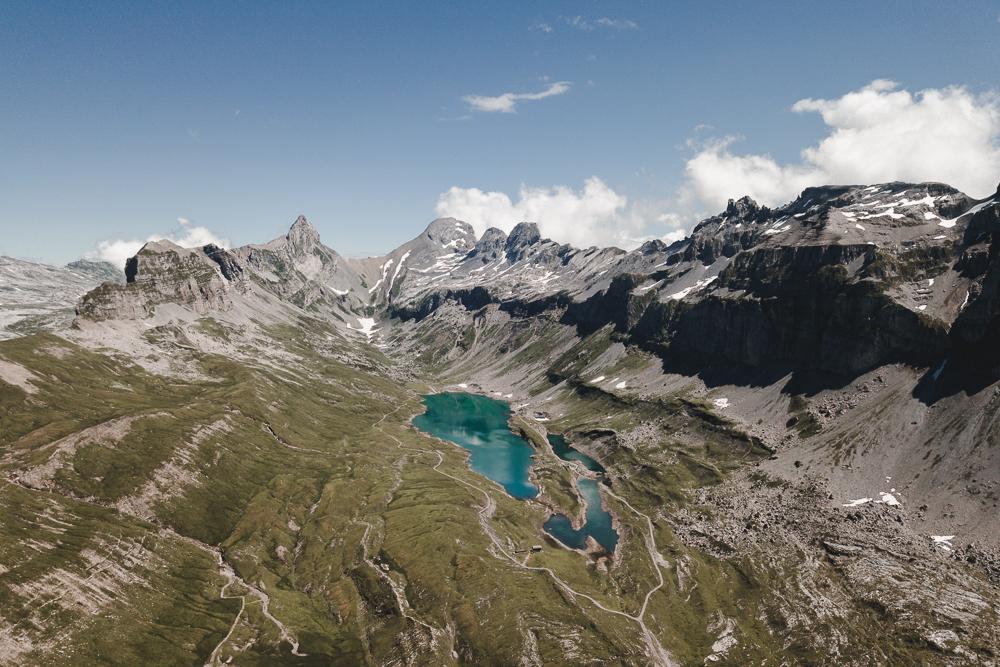 Drohnenaufnahme Glattalp mit Blick zum Glattalpsee, Ortstock und Höch Turm