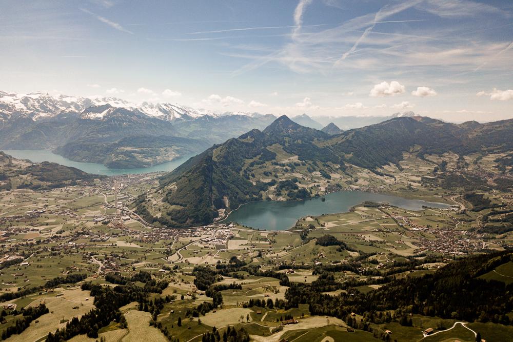 Sicht vom Hochstuckli nach Seewen, Brunnen und Schwyz und zum Lauerzersee und Vierwalstättersee