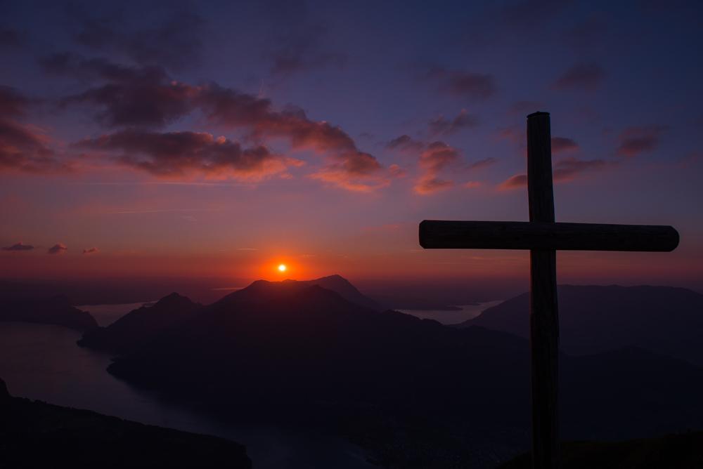 Sonnenuntergang Gipfelkreuz Fronalpstock
