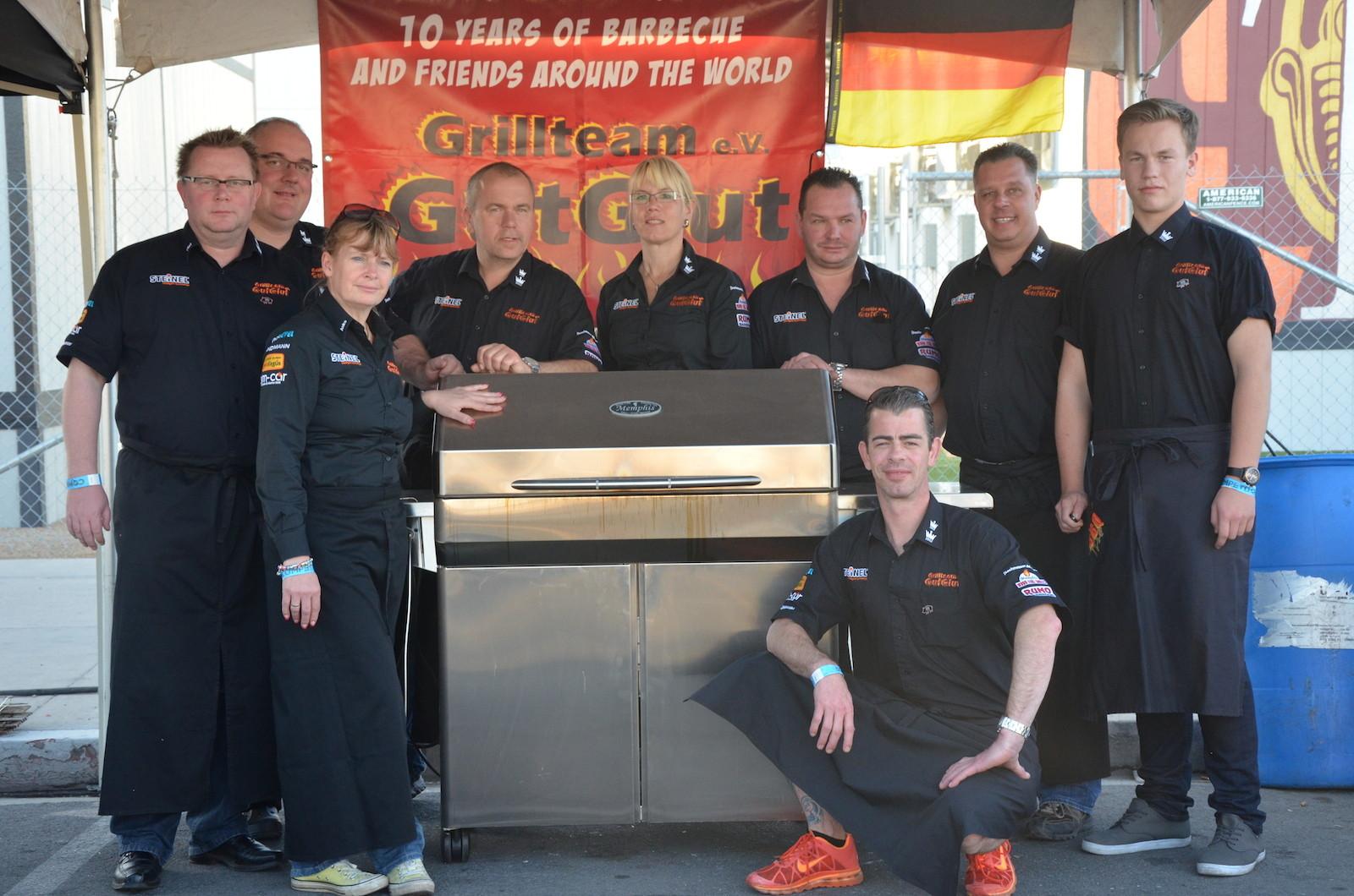 Team GutGlut und Ihr Arbeitsgerät: Ein Pelletgrill von Memphis Grills