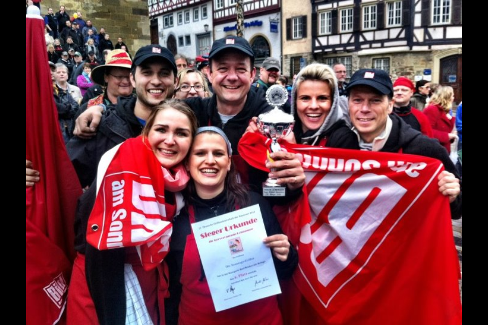 Hier freut sich das Team über den hervorragenden 2. Platz in der gefürchteten Königsdisziplin Rinderbrust bei der Deutschen Grillmeisterschaft 2012 in Schwäbisch Hall.