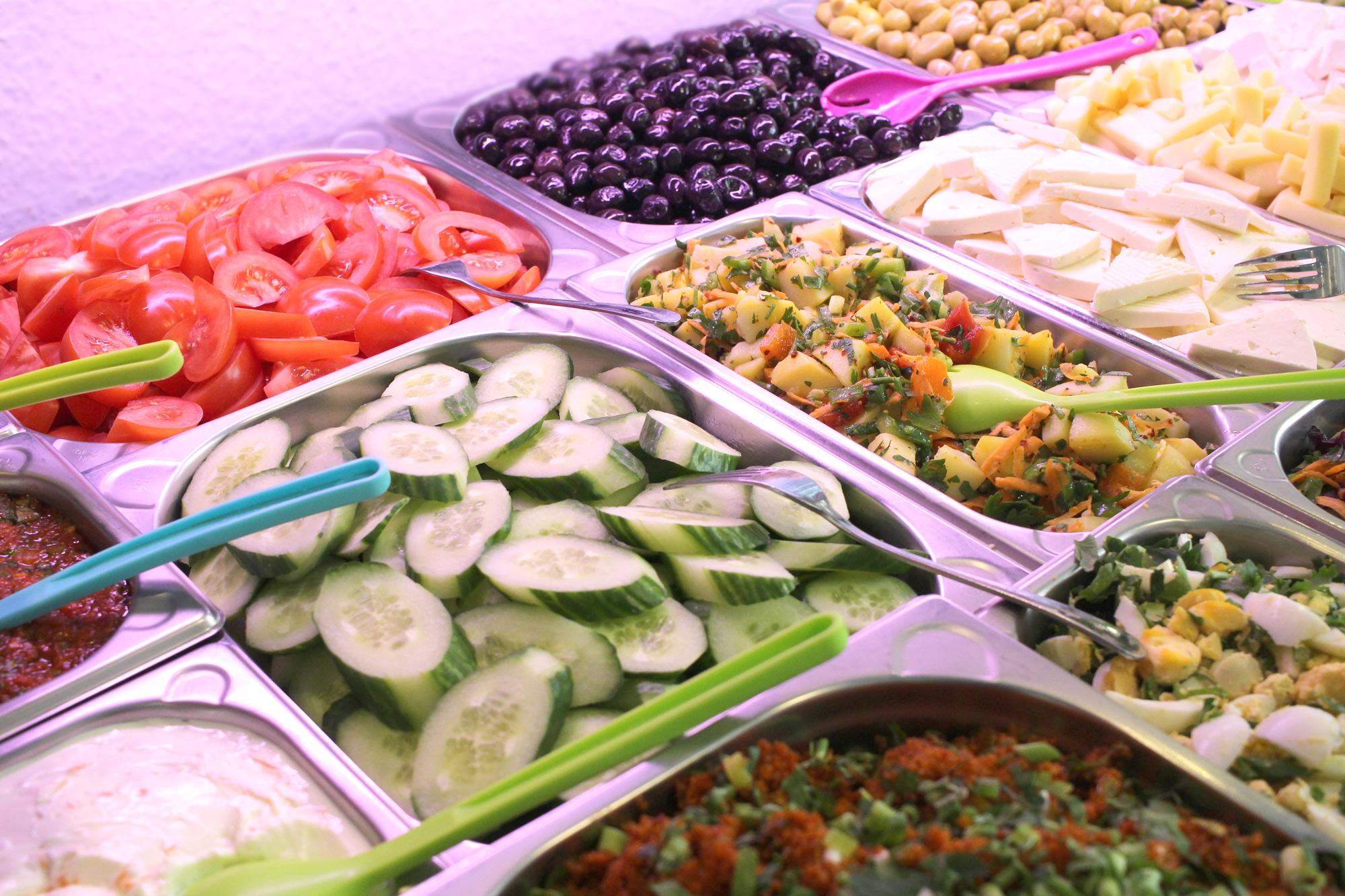Rohkost, Salate und Käse