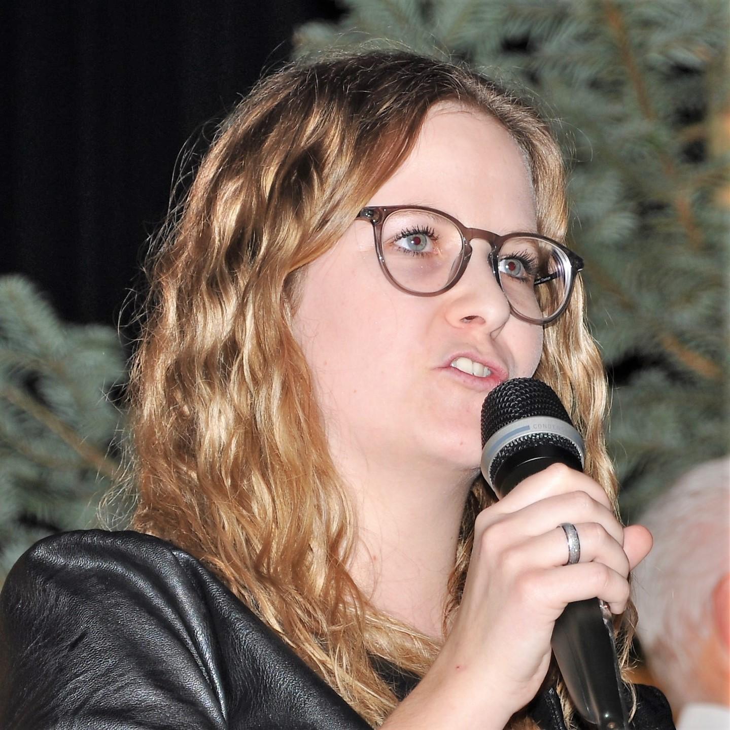 Tanja Zuberbühler führt durch das Programm