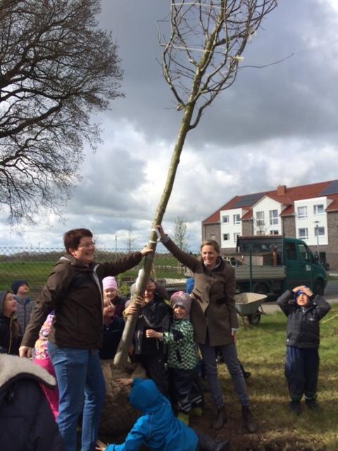 """Baumpflanzung beim Altenheim """"Jan Reiners"""" in Tarmstedt"""